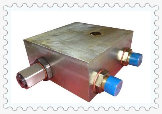 采煤机液压锁用螺钉联接在调高液压缸上,布置在调高液压缸与换向阀图片