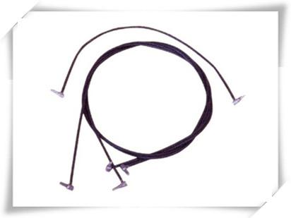 道岔绝缘是保证轨道电路不短路,而道岔跳线是在道岔的位置用电缆连接